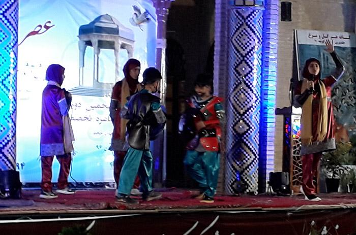 چیستا نیکزاد، نوجوان زرتشتی مقام اول تئاتر ادبی جشنواره شیراز را کسب کرد
