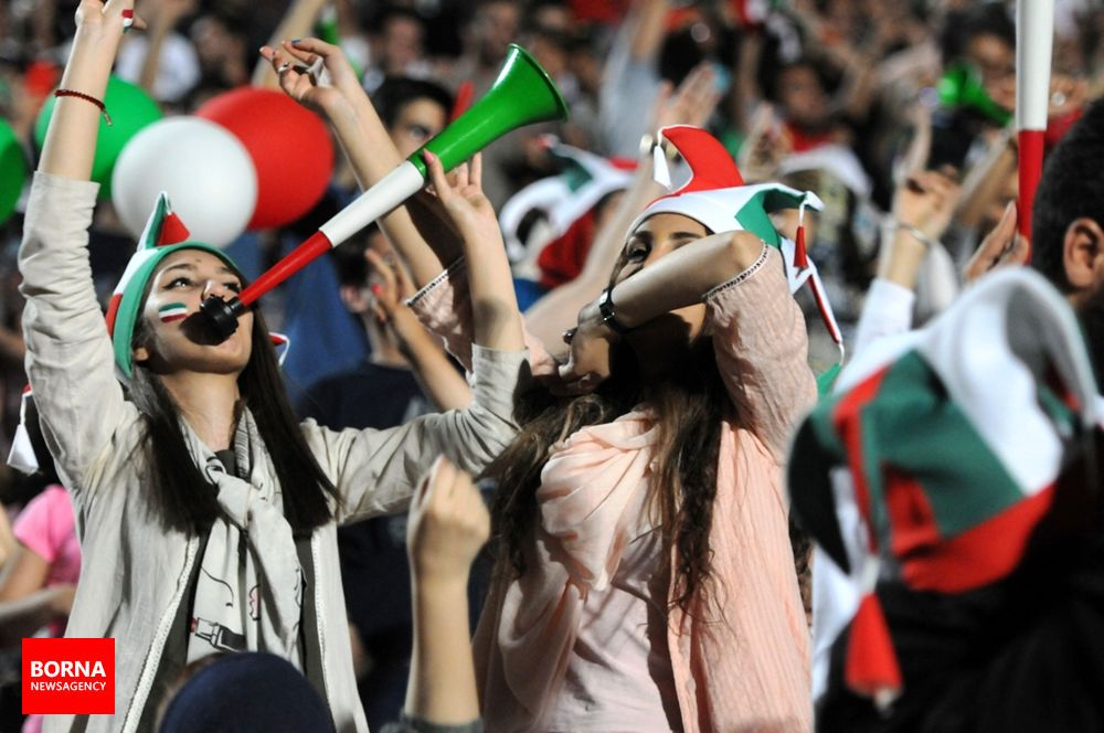 آلبوم عکس؛ زنان برای اولین بار به ورزشگاه آزادی راه یافتند