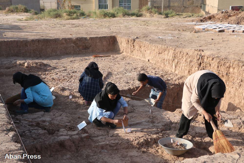کشف تپه باستانی ۷۴۰۰ ساله در شیراز