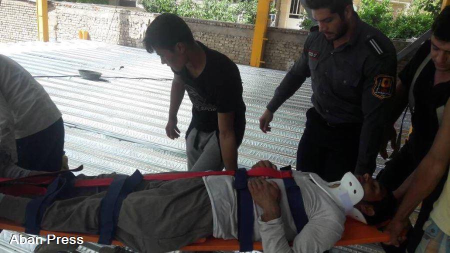 سقوط یک کارگر از طبقه سوم یک ساختمان در شیراز