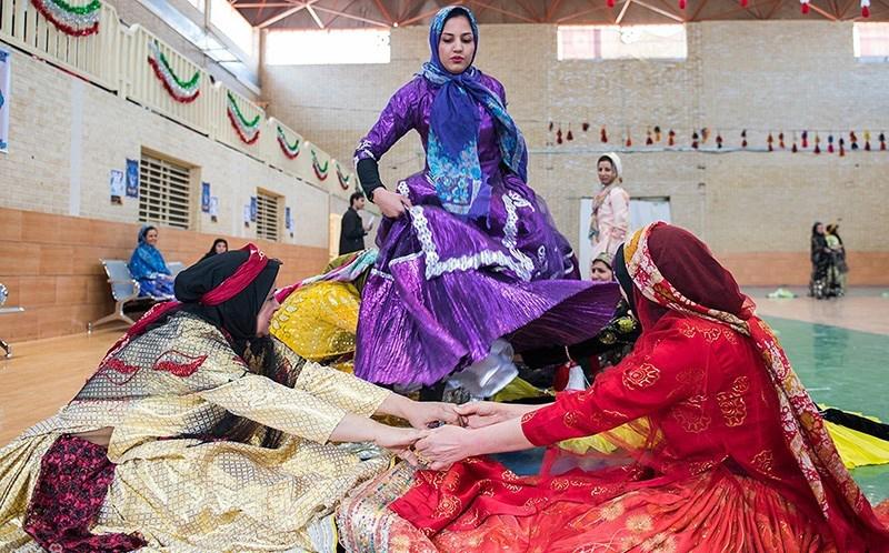 مسابقات ورزشهای بومی و محلی زنان در شیراز برگزار میشود
