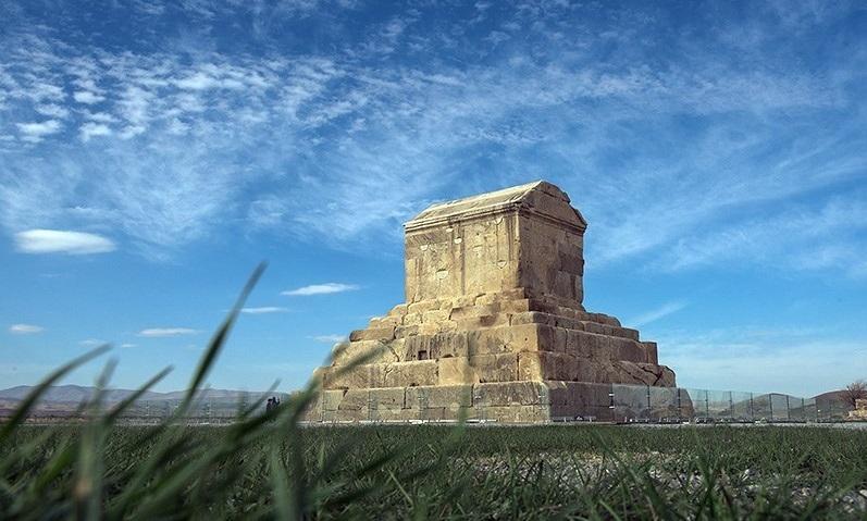 استاندار فارس در غیاب مردم به آرامگاه کوروش رفت