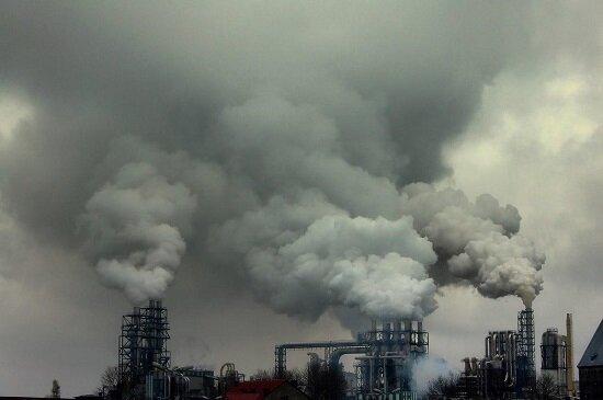 افزایش نگرانیها در خصوص  تاثیرات تخریبی آلودگیِ پتروشیمی بر تخت جمشید