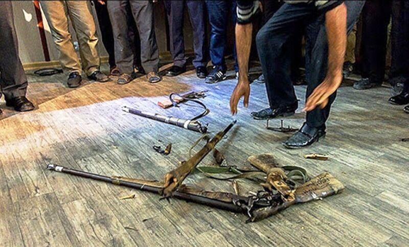 ۵ شکارچی کهنه کار سرچهان فارس سلاح بر زمین گذاشتند