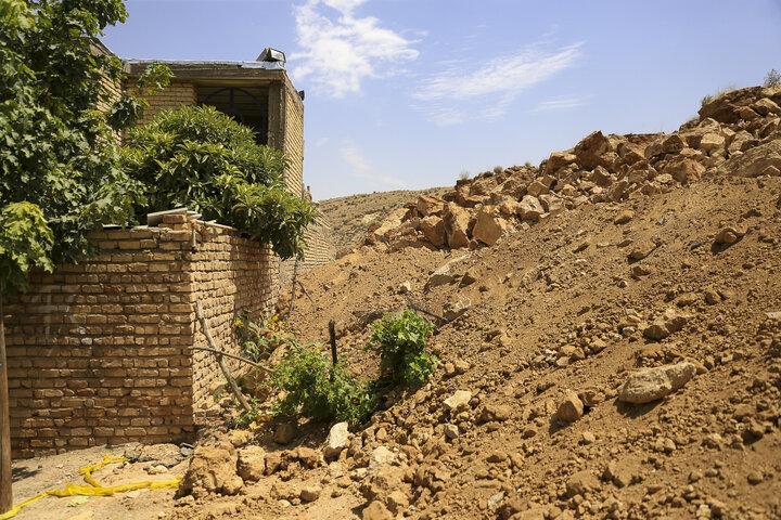 بررسی اثر جادهسازی بر رانش کوه در منصورآباد شیراز