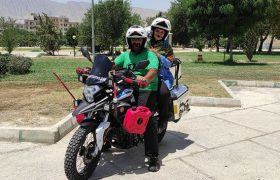 زوج موتورسوار گردشگر به کازرون فارس رسیدند