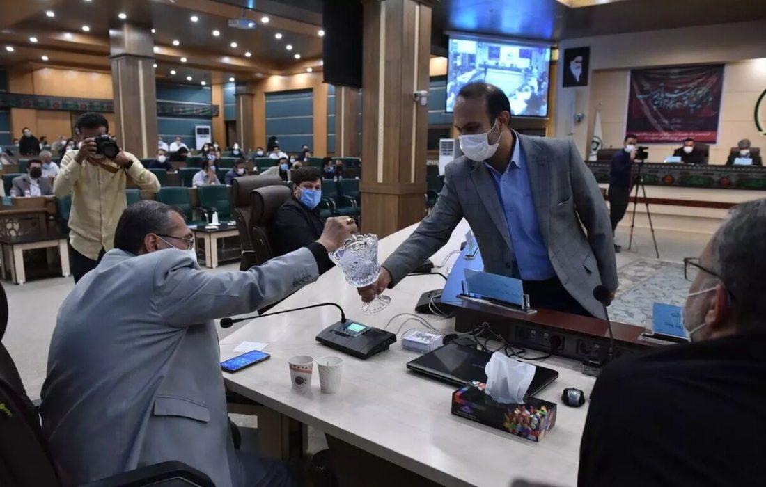 عضو شورا: تایید حکم شهردار منتخب شیراز در هاله ابهام است