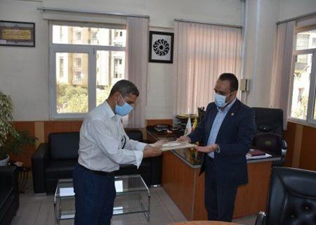 جوان شیرازی ۱۵۰ میلیون ریال کتاب به کتابخانههای فارس هدیه کرد