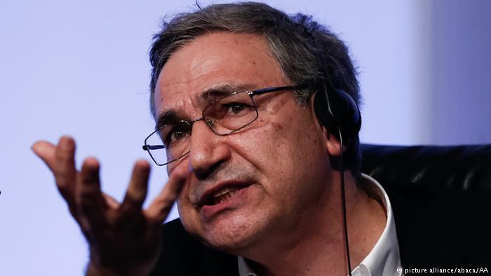 برنامههای کتابخوانی اورهان پاموک در ایران لغو شد