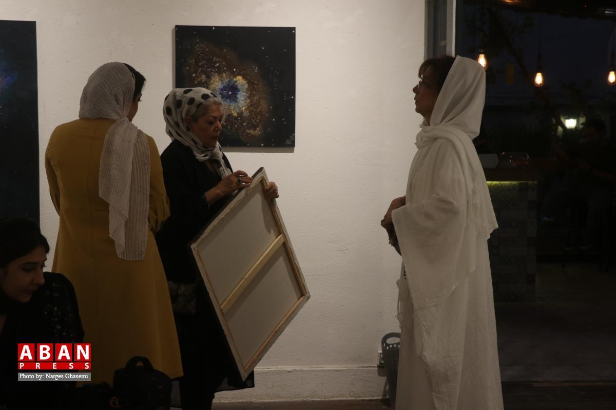 گشایش نمایشگاه فروش آثار نقاشی برای تهیه لوازم تحریر کودکان نیازمند در شیراز