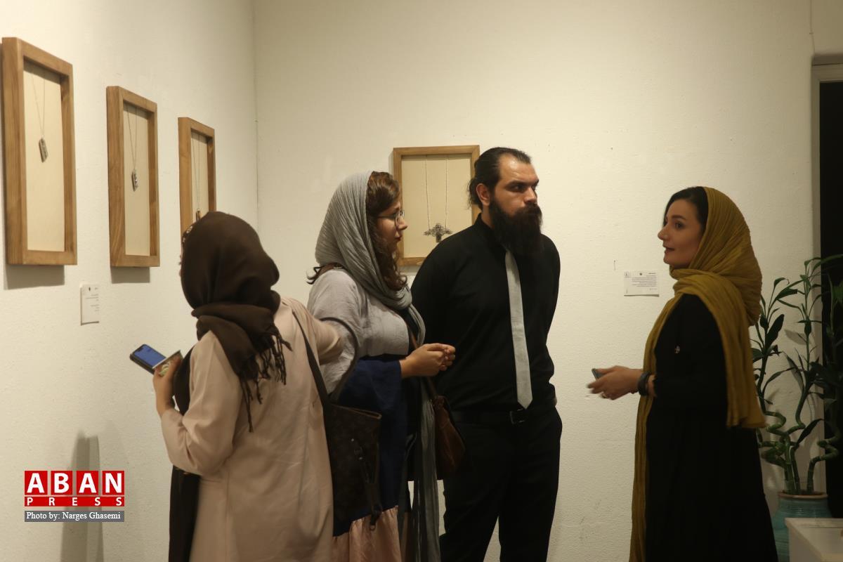 """آلبوم عکس؛ گشایش نمایشگاه """"پلاک صلح"""" در شیراز"""