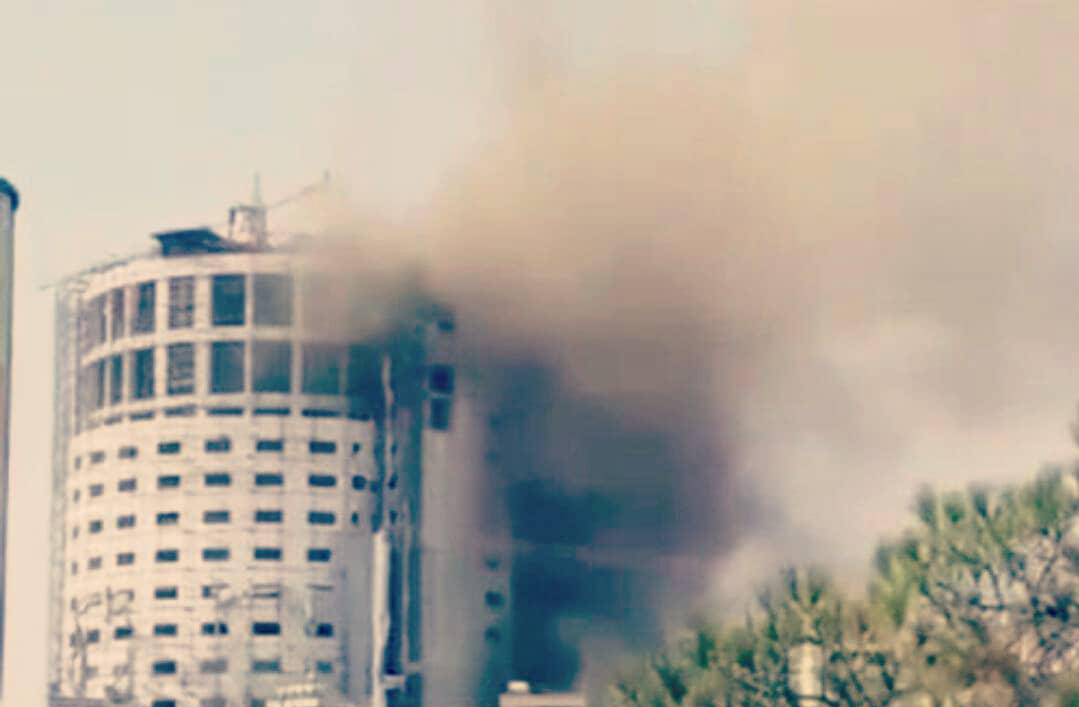 نجات ۳۰ کارگر از آتشسوزی هتل آسمان شیراز