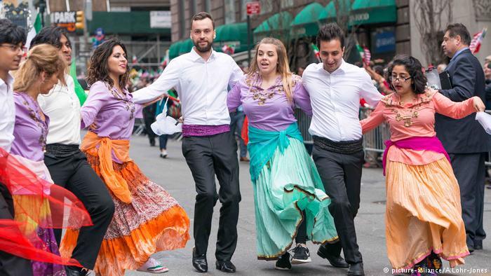 آلبوم عکس؛ رقص و پایکوبی ایرانیان در خیابانهای نیویورک