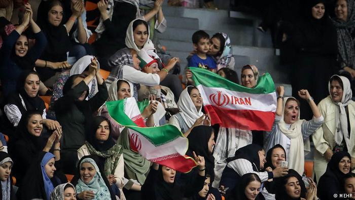 حضور زنان ایرانی در ورزشگاهها در انتظار تصمیم هفته آینده شورای فرهنگی زنان