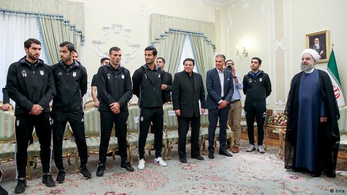 درخواست کاپیتان تیم ملی از روحانی: حضور زنان در ورزشگاهها