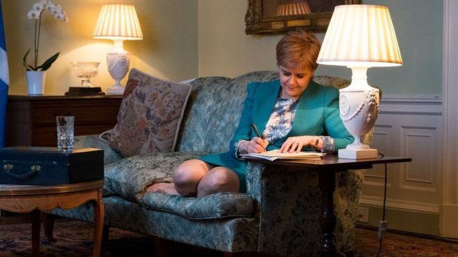 وزیر اول اسکاتلند رسما خواهان برگزاری همهپرسی استقلال از بریتانیا میشود