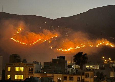 آتشسوزی ارتفاعات دراک شیراز مهار شد
