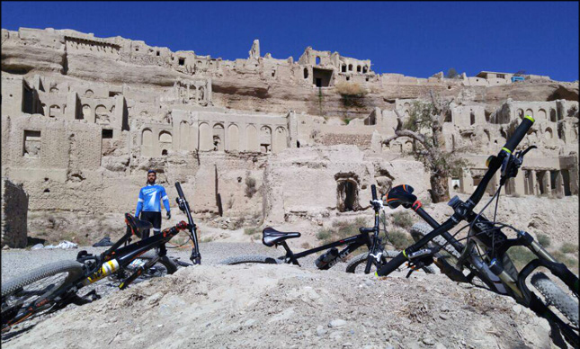 ابراز تاسف میراث فرهنگی فارس از ورود دوچرخهسواران به قلعه ایزدخواست