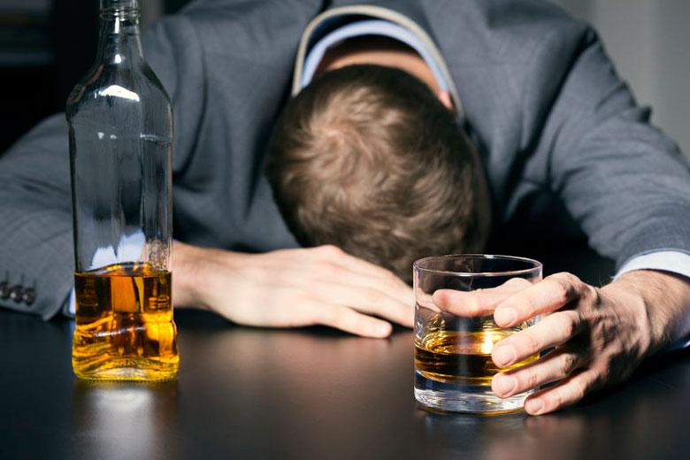 شمار مسمومین الکلی در فارس به ۸۰۹ نفر رسید