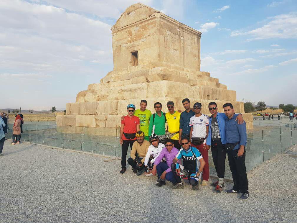 تور دوچرخهسواری صفاشهر به پاسارگاد با شعار «آب، اکسیژن و زندگی»