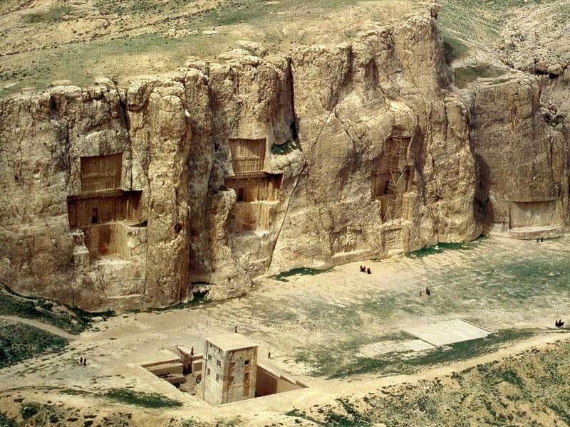 کشف کتیبه ساسانی در نقش رستم فارس