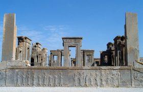 تخت جمشید چگونه از تخریب کامل در سال ۱۳۵۸ در امان ماند؟