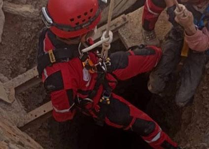 نجات مرد ۴۰ ساله از عمق چاه ۶۰ متری پس از ۴ روز