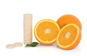 """خوردن آب میوه و ویتامین C بیش از نیاز """"افزودن قند به بدن است"""""""