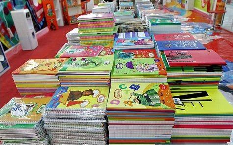 توزیع دفترچههای ارزان دانشآموزی در فارس