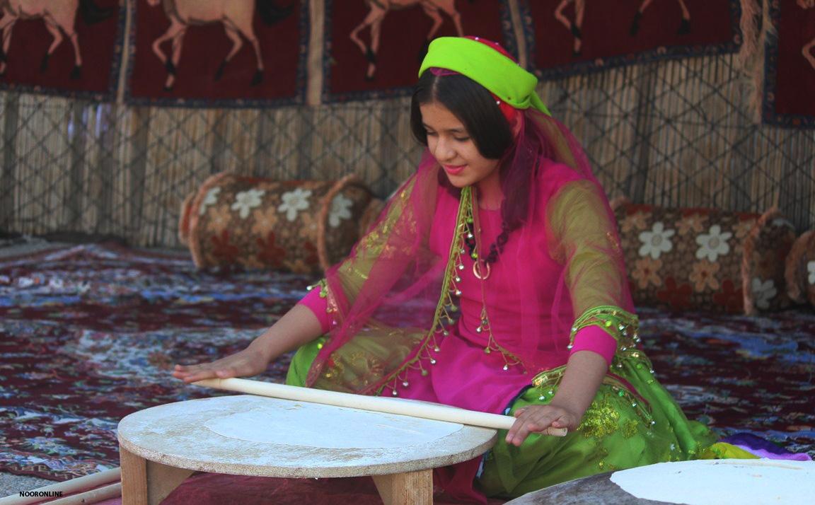 آلبوم عکس؛ نمایشگاه رویش جوانههای هنر در شهرستان رستم فارس