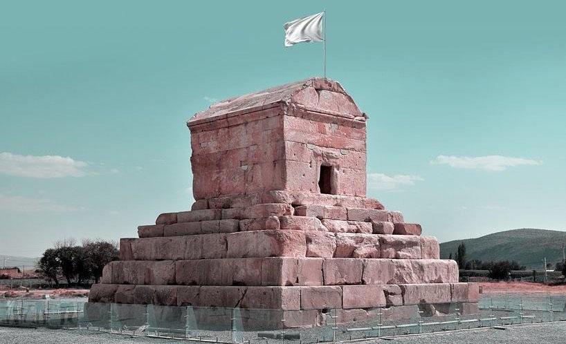 طرح گرافیکی پرچم سفید بر فراز آثار باستانی و فرهنگی ایران