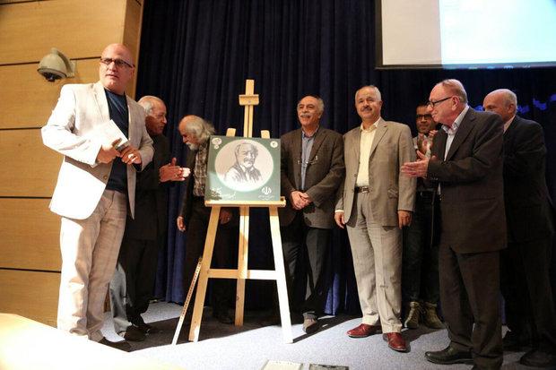 کتاب «صد سال» در شیراز رونمایی شد