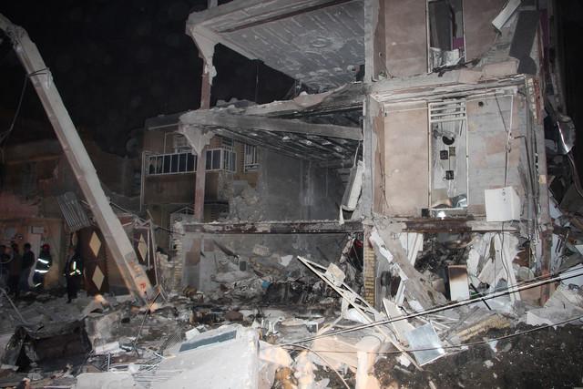 پنج نفر در پی ریزش سه ساختمان در تهران کشته شدند