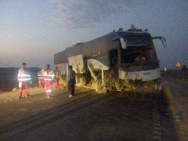 6 مجروح بر اثر واژگونی اتوبوس شیراز-یزد