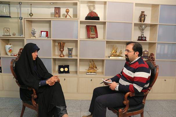 فائزه هاشمی: با حجاب اجباری مخالفم