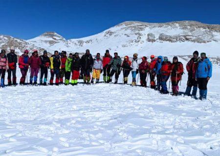 صعود زمستانی کوهنوردان سپیدانی به قله برم فیروز