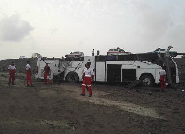 ۱۷ مصدوم بر اثر واژگونی اتوبوس شیراز – بندرعباس