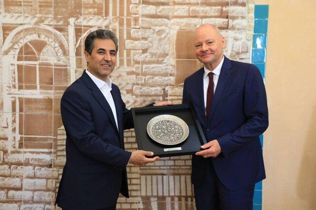 شهردار: پیام شیراز به جهانیان صلح و گفتوگو است