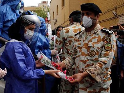 تجلیل ارتش از کادر درمان در شیراز