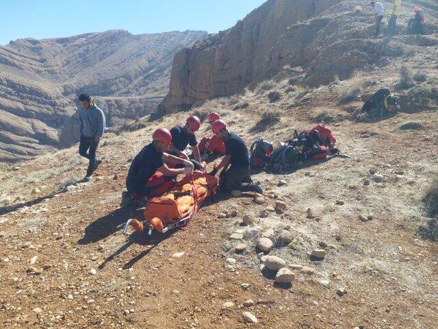 سقوط دو جوان از کوه سرخ در شیراز
