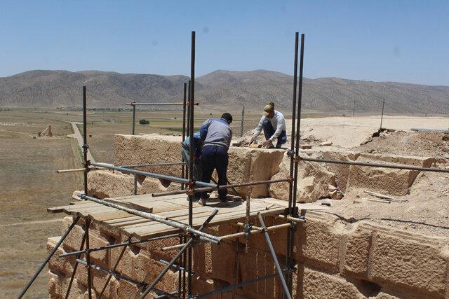 بلوکهای سنگی در پاسارگاد ساماندهی میشود