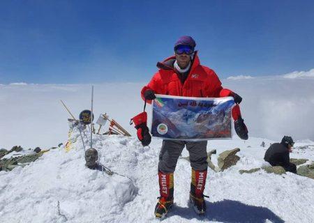 صعود کوهنورد شیرازی به قله لنین در قرقیزستان