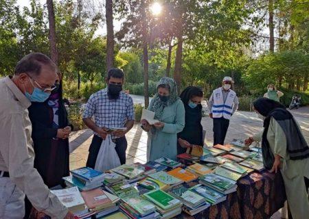 توزیع ۷۵۰۰ جلد کتاب بین شهروندان در شیراز