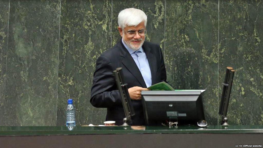 عارف: روحانی برای رفع حصر موسوی و کروبی و ممنوعالتصویری خاتمی رایزنی کند
