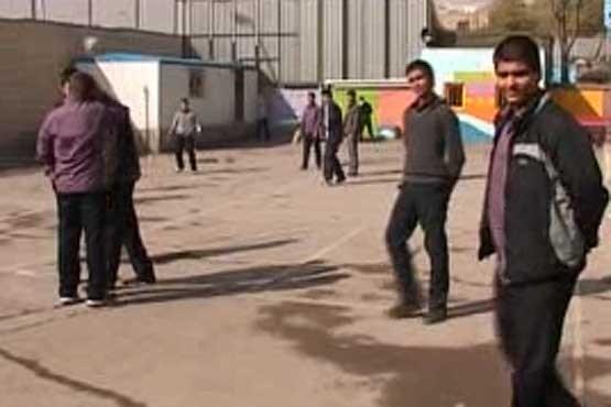 دانش آموزی در داراب فارس آن قدر از دست معلمش کتک خورد تا کبود شد