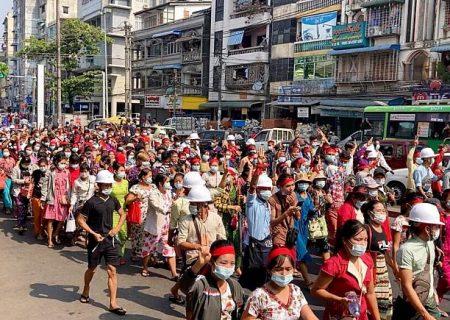 تظاهرات علیه کودتا در بزرگترین شهر میانمار؛ توئیتر و اینستاگرام هم مانند فیسبوک فیلتر شدند