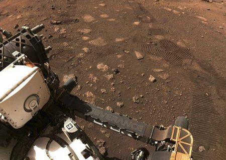 حرکت چند متری مریخنورد ناسا روی سیاره سرخ؛ عکس اثر چرخها به زمین مخابره شد
