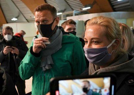 آلکسی ناوالنی هنگام بازگشت به روسیه در فرودگاه بازداشت شد