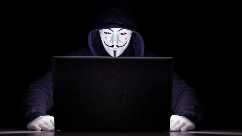 مدیر آژانس اطلاعاتی فرانسه: به جای جیمزباند نیاز به «خوره» کامپیوتر داریم
