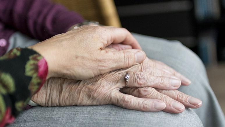 چگونه در دوران شیوع کرونا به سالمندان کمک کنیم؟